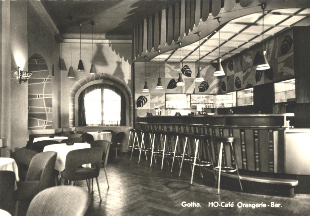 """""""Letzte Bestellungen, bitte!"""", hieß es am 31. Dezember 1986: Trotz zweier Renovierungen in den Jahren 1978 und 1981 schloss das """"Orangerie-Café"""" (hier die Bar im Obergeschoss) für immer seine Türen. (Foto: Altstadtverein)"""