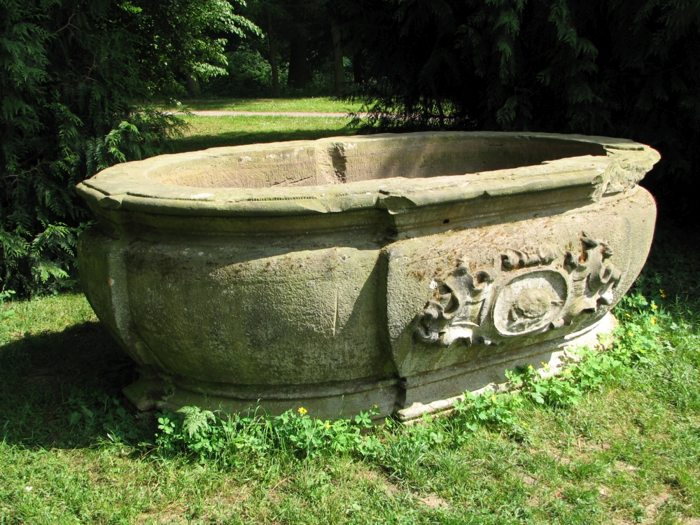 Nach 144 Jahren im Tannengarten kehrte das große barocke Brunnenbecken wieder in die Orangerie zurück. (Foto: Cramer)